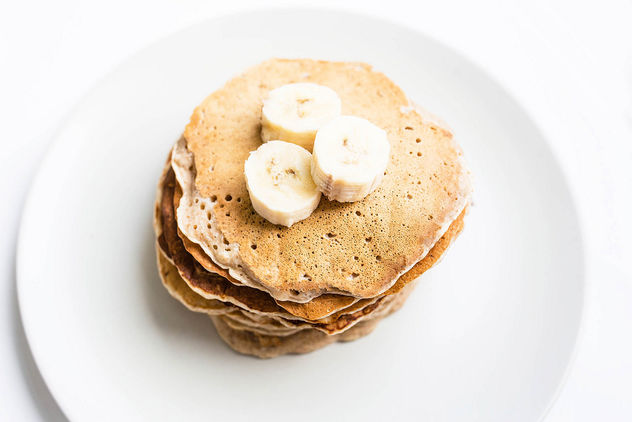 Top view of homemade vegan banana pancakes topped with banana pieces.jpg - бесплатный image #458251