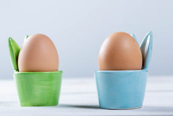 Boiled-eggs-in-green-and-blue-coasters.jpg - Kostenloses image #458741