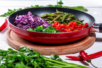 The pan is filled with delicious and healthy stewed vegetables - image gratuit #459701