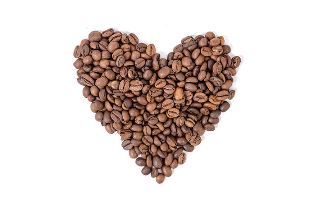 Raw Coffee Heart shape above white background (Flip 2019) - image gratuit #462301