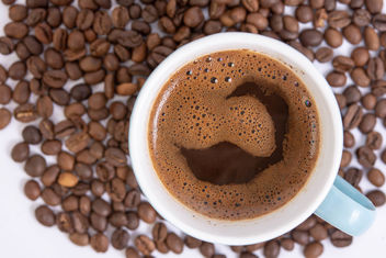 Raw Coffee arround Cup of Black Coffee - image #462311 gratis