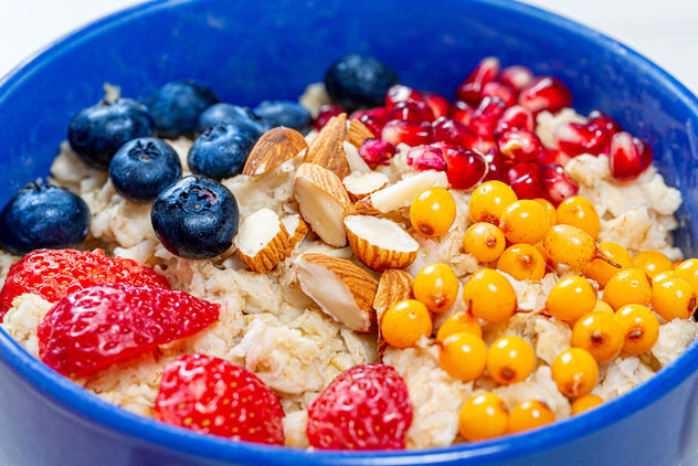 Breakfast-background-with-oatmeal-with-almonds-sea-buckthorn-strawberry-blueberry-pomegranate.jpg - image gratuit #464461