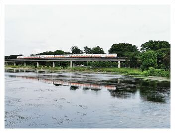 lower seletar reservoir - train and its reflection on the water - image gratuit #473501