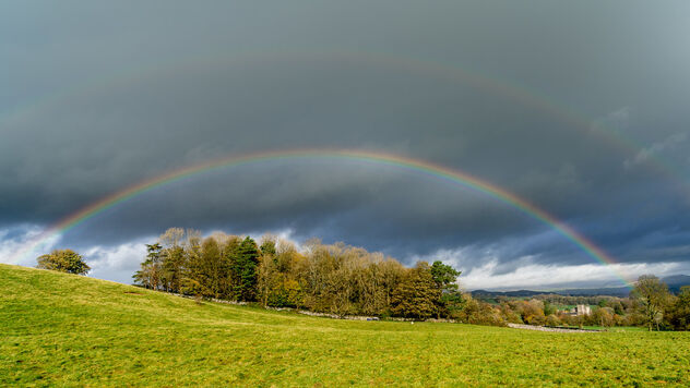 Rainbow over Sizergh Castle (1 of 2) - image #475731 gratis
